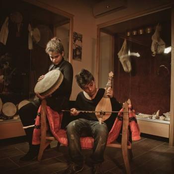 Ξεκινούν τα μαθήματα Μουσικών οργάνων στο Θύραθεν